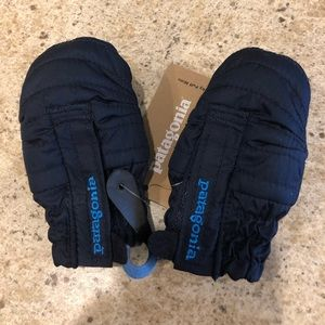 New! 0-3 month Patagonia Baby Puff Mittens